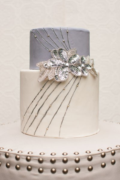 gray sparkle cake wedding flower detail
