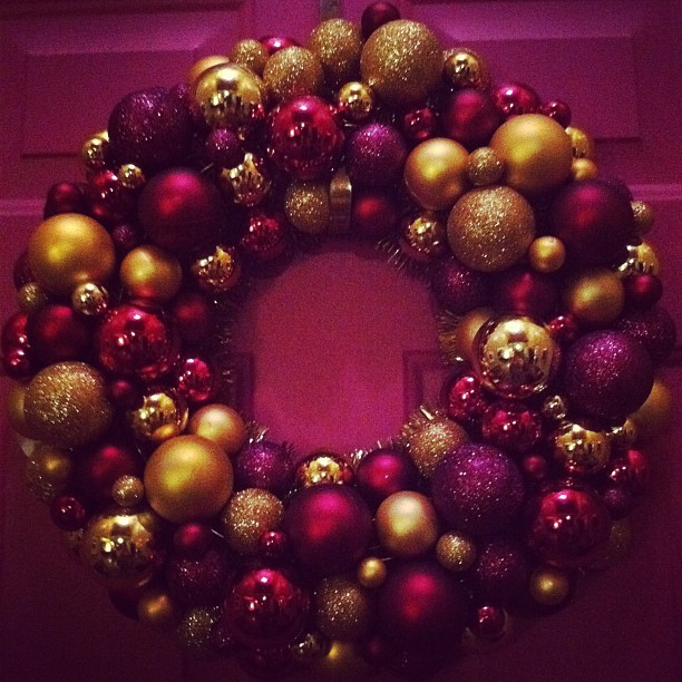 christmas holiday pink wreath gold ornaments