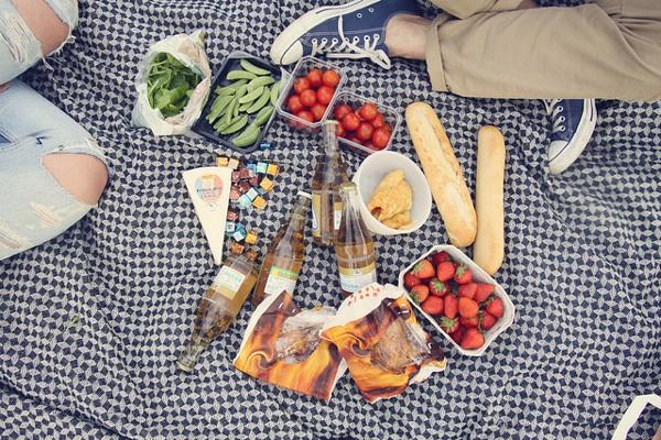 picnic blanket food weekend