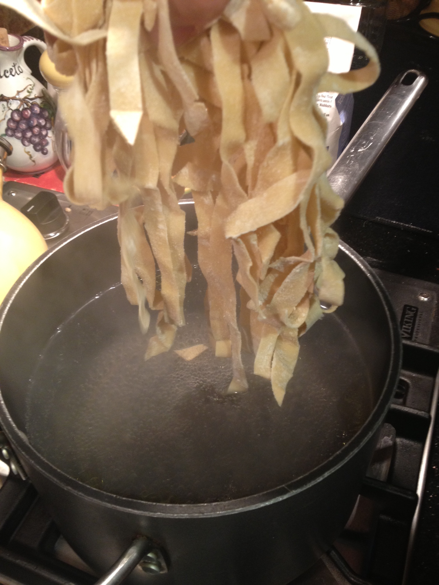 Cupcakes for Breakfast: boiling homemade pasta