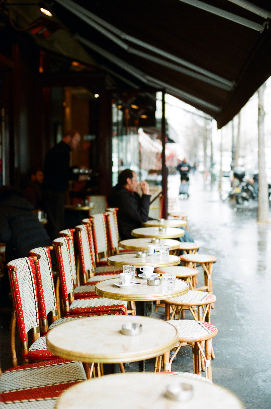 paris cafe seating