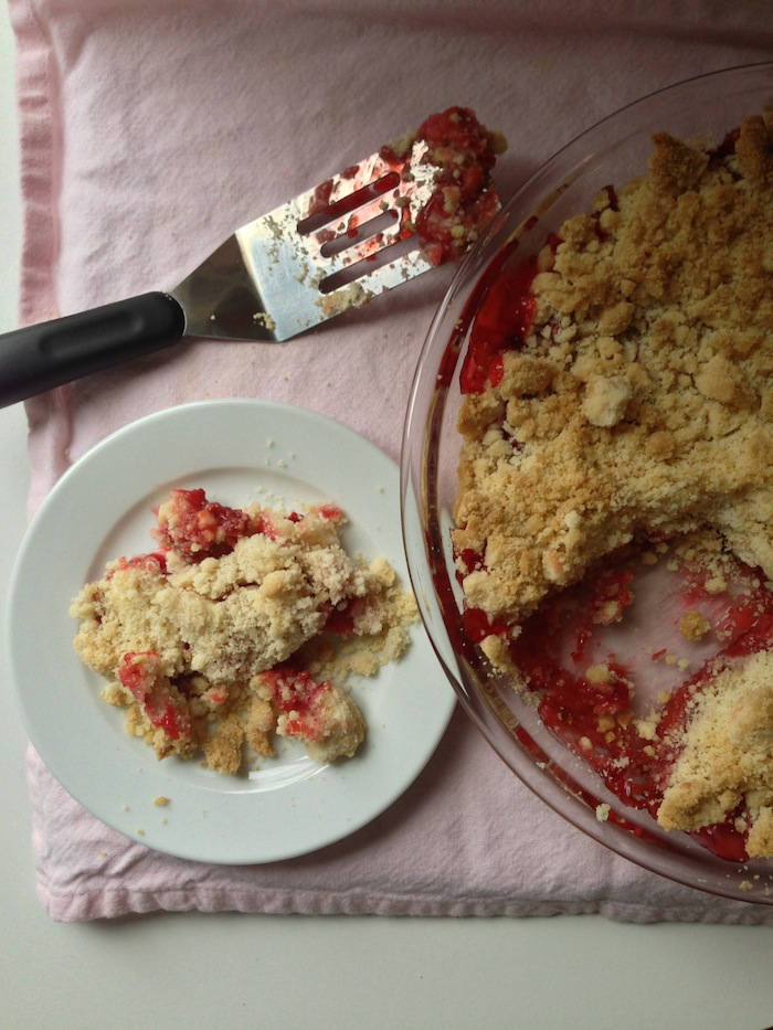 Cupcakes for Breakfast: strawberry rhubarb crumble