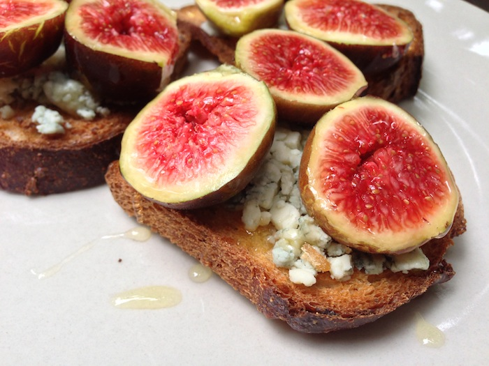 Cupcakes for Breakfast: Fig Fest Struan toasts with gorgonzola figs and honey