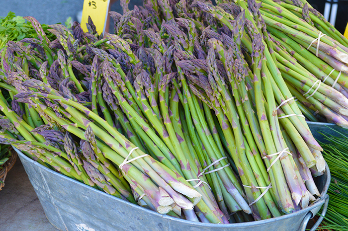 Cupcakes for Breakfast: Farmer's Market Mornings – Asparagus